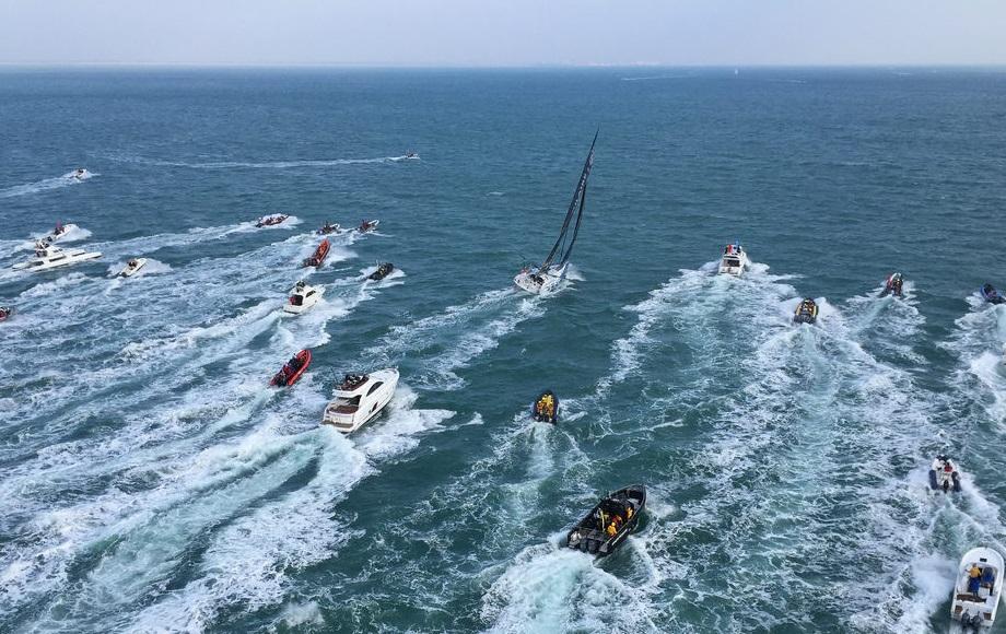Armel Le Cléac'h vainqueur Vendee Globe arrive _ Kyss Marine